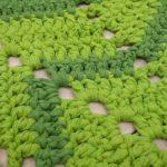 Roheline lehekujuline heegeldatud vaip