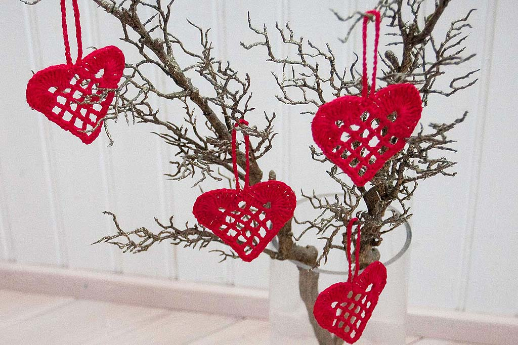 Crocheted red heart decorations set of home soul