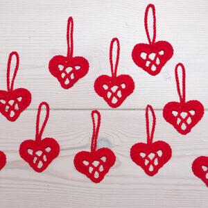 punased heegeldatud südamed